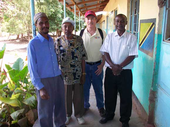 Tanz-Africa098-Uraki-School-Committee