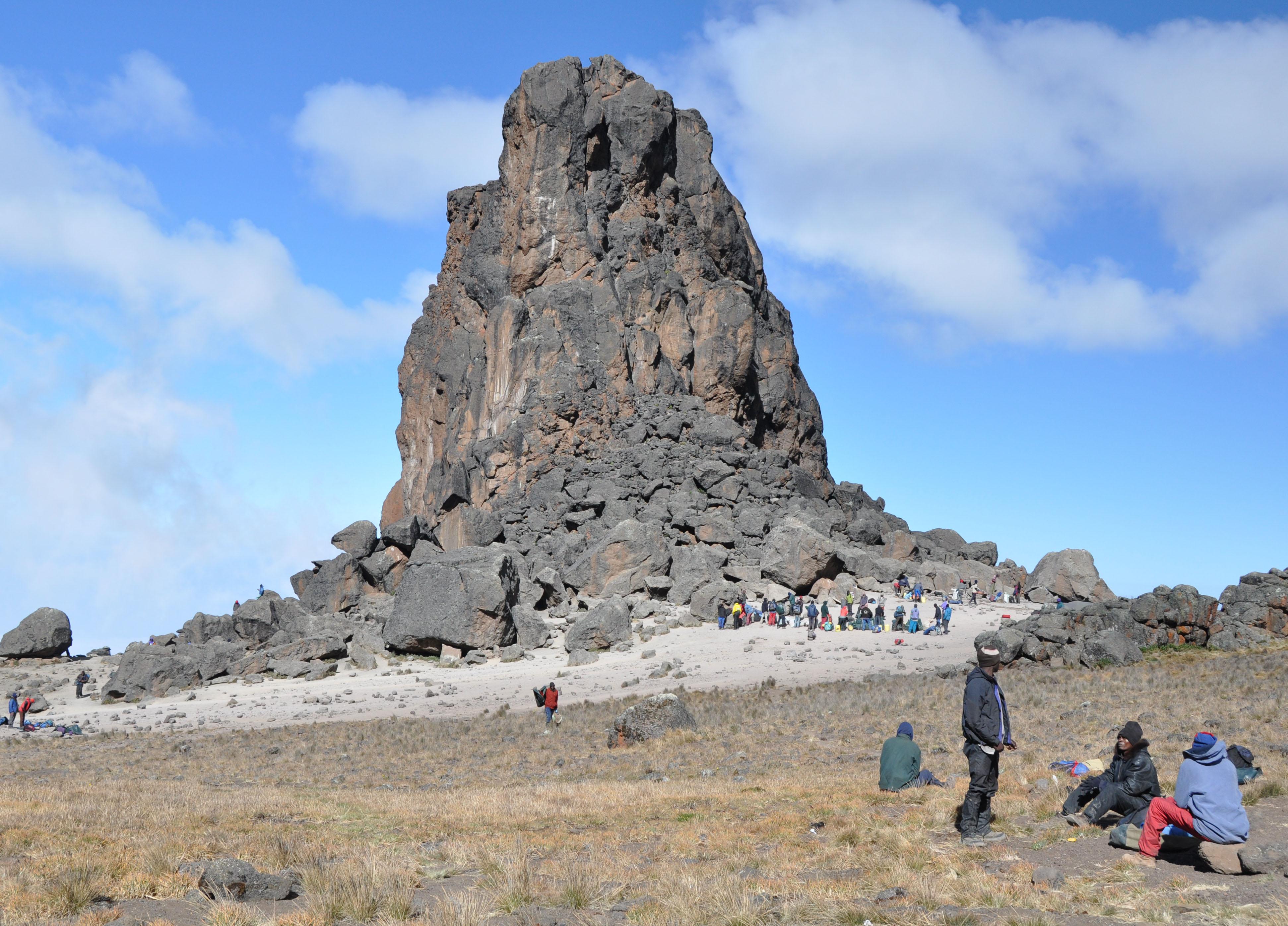 Day 5 To Arrow Glacier Camp DSC_0154-Lava_Tower