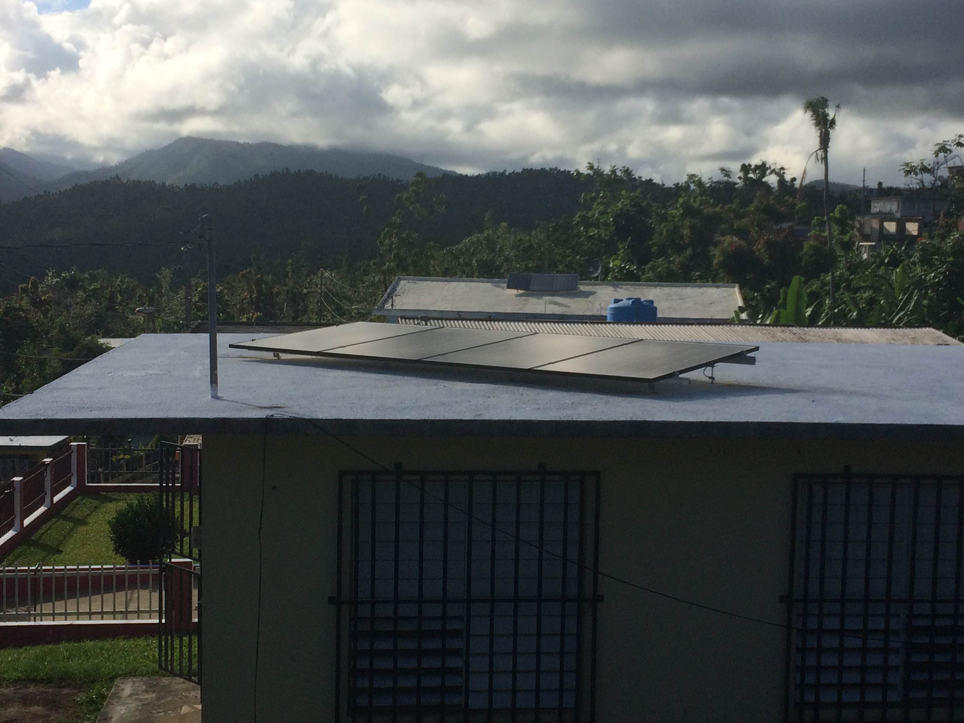 Ceiba Community Center: Rooftop 1 kW solar array